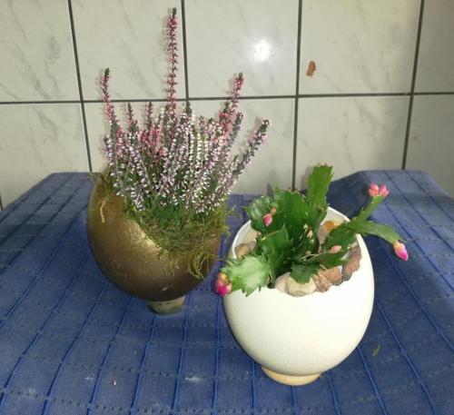 Vase mit Gesteck